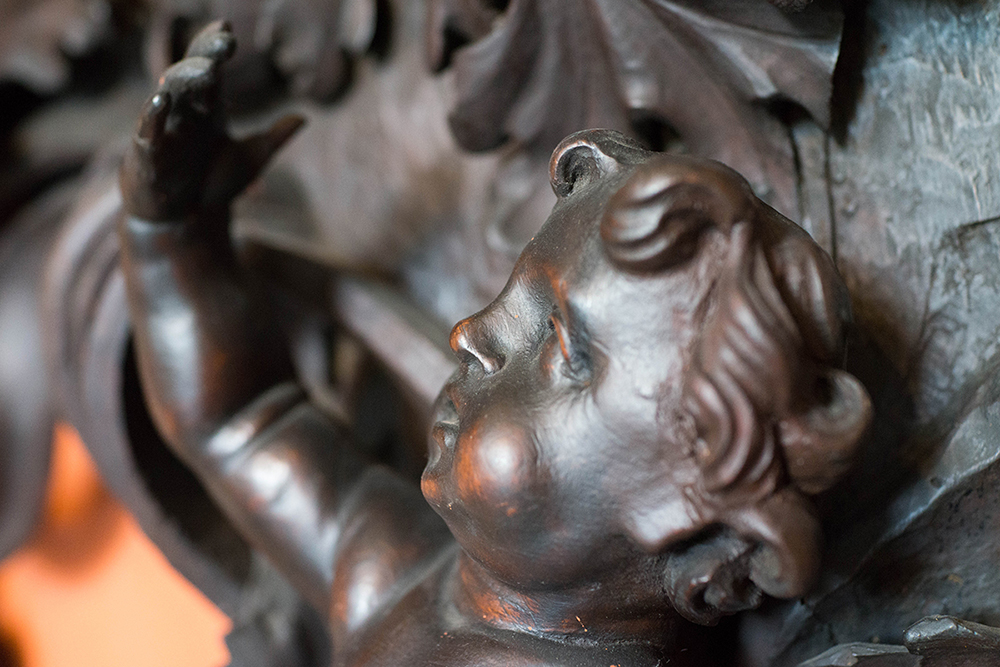 dettaglio statua